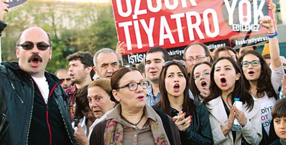istanbultheatre-protest
